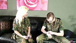 German MILF - Deutsch Reife Frau hilft jungen Typen im Auslandseinsatz mit Fick bei Heimweh