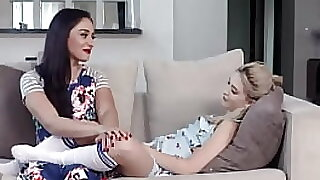 Hot Teen Banging Teen WIth Mom